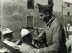 Buenaenturva Durruti en Pina de Ebro durante la guerra civil.