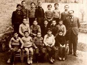 El maestro Francisco Carreño y sus alumnos de la escuela del Ateneo Racionalista «El Porvenir» de Montcada i Reixac durante el curso 1935-1936