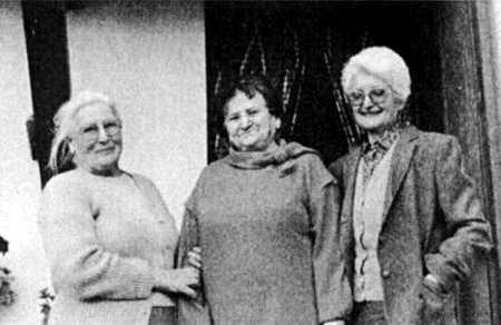 De izquierda a derecha Sara Berenguer Guillén, Amada de Nó y Conchita Guillén (Montadin 1988)
