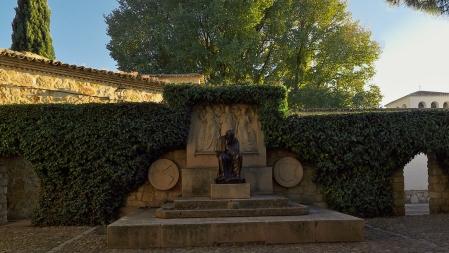 Monumento a Federico García Sanchiz en El Toboso, Toledo, Castilla, La Mancha, (España)). Enrique Monjo Garriga (1967)