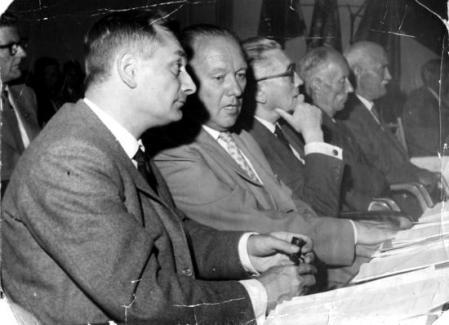 De izquierda a derecha: Louis Mercier, Helmut Rüdiger, Albert de Jong, Anton Johansson y desconocido en el Congreso del Cincuentenario de la SAC (Estocolmo, 1960) [SAC]