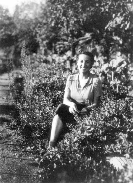 Rosa Laviña con 18 años (Palafrugell, 1936)