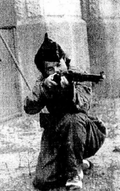 Rosa Laviña haciendo la instrucción