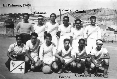 Manuel Fornés Marín con su equipo de fútbol (1946)