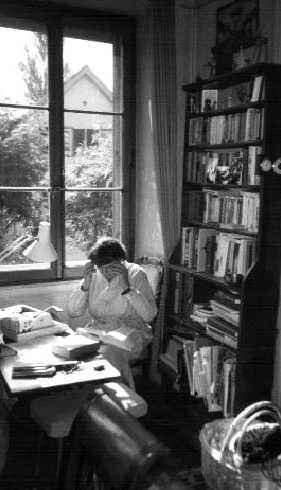 Marie-Christine trabajando en su despacho de la casa de Beaumont de Lausana