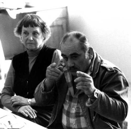 Marie-Christine y Jean Cluzel en una reunión de la Federación Internacional de los Centros de Estudios y de Documentación Libertarios (FICEDL) en el Local CEMEA de la Escuela de Saint-Jean (Ginebra, 1985) [CIRA-Lausana]