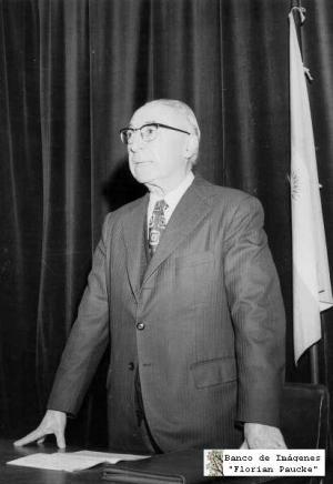 Luis Di Filipo dictando una conferencia sobre el tema 'Martín Fierro'. Fuente: Archivo Florian Paucke