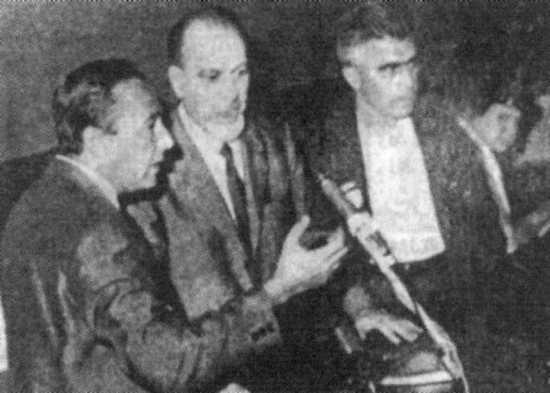 De izquierda a derecha: Antonio Cardella, Umberto Marzocchi y Alfonso Failla a la presidencia del Congreso de la Internacional de Federaciones Anarquistas (IFA) de septiembre de 1968 en Carrara