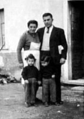 La familia Failla: Aurelia, Alfonso, Aurora y Gemma (Avenza-Carrara, 1955)