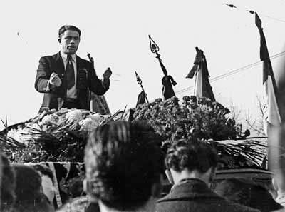 Alfonso Failla habla en el funeral de Emilio Canzi (Piacenza, 21-11-1945)