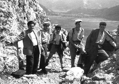 Failla (primero por la izquierda), con Pier Carlo Masini (primero por la derecha) y otros compañeros, en una excursión por las montañas del Matese recorriendo el camino de los internacionalistas insurrectos de 1877 (4 y 5 de septiembre de 1947)